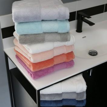 Le Jacquard Fran 231 Ais Caresse Bath Towel